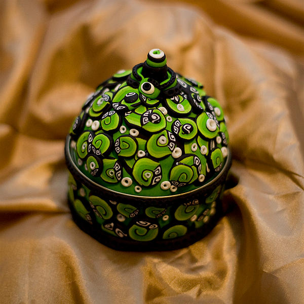Lime Green Swirls box by Belilmalebridia