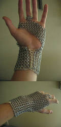 Chainmaille Gauntlet by Anklyne