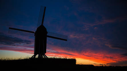 Windmill at sunset by kn8e