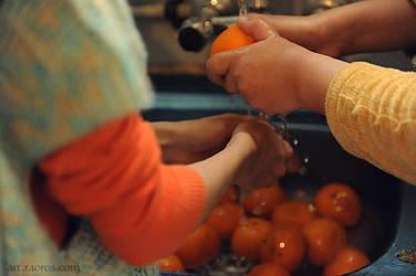 Washing Oranges by raoros
