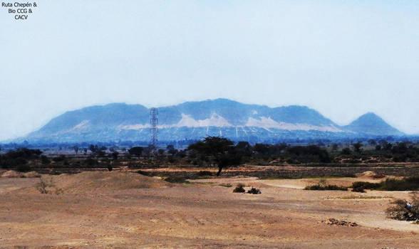 2 Cerro de Chepen vista frontal desde Carretera Pa by Chepen-Ruta