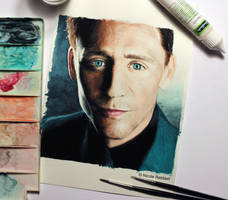 Tom Hiddleston (watercolor) by Quelchii