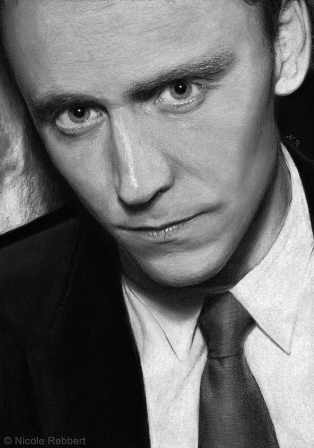 Tom Hiddleston (gray paper) by Quelchii