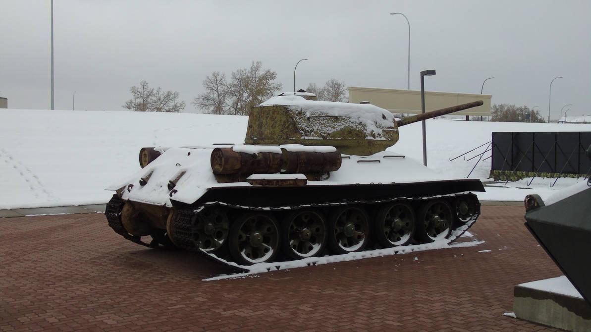 Soviet Tank in the snow by Midnight-PowerUser