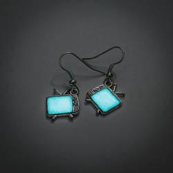 Glowing TV earrings by FrozenNote