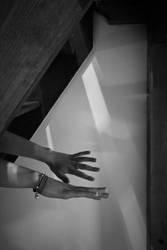 Tu cherches dans l'ombre. by leingad