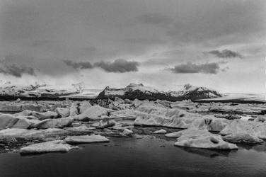 Icelandic Blackscape VIII by leingad