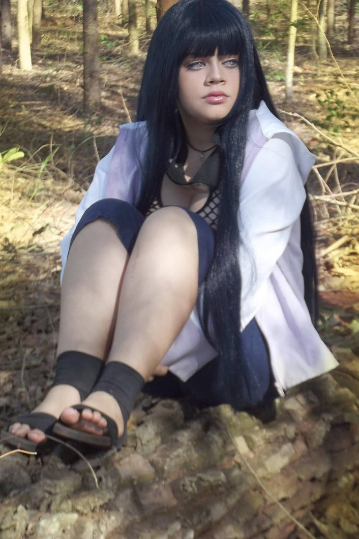 Lana rain cosplaying as hyuuga hinata from naruto camshow