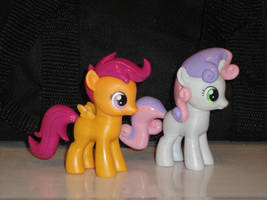 Scootaloo and Sweetie Belle by OtakuSquirrel