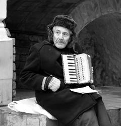An old accordion player by Wilvarin13
