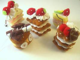 Mini felt cake charms by Meow-Box