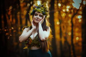 Autumn Fairy by LucreciaMortishia