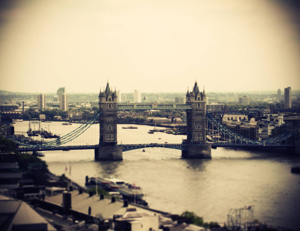 Tower Bridge by burthefly