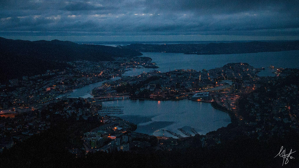 Bergen at night by Gibbich