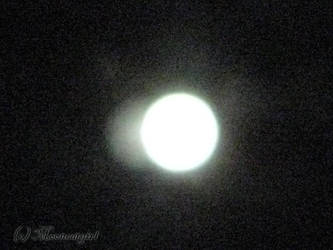Full moon by Mooncatgirl