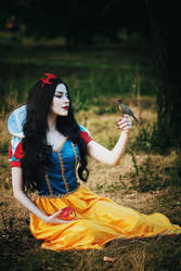 Snow White Cosplay by palewinterrose