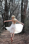 Light on Her Feet by TwilitesMuse
