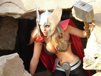 Sexiest female Thor cosplay ever by HipsLie