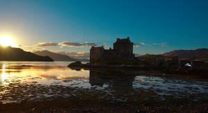 Eilean Donan Castle, Scotland by younghappy