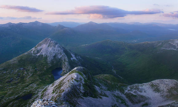 Binnein Beag, Highlands, Scotland by younghappy