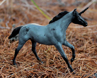 Joyenne - Custom Breyer Unicorn by lupagreenwolf