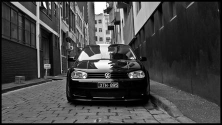 All up in your grille. by damianpara