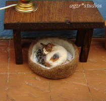 1:12 scale handmade calico cat for dollhouse by AGZR-STUDIOS