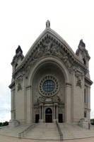 Front of St. Paul's Cathedral by patrick-brian