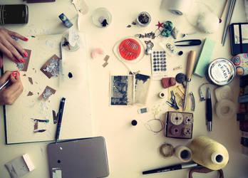 Desk by Yarnii