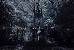 Statue by yuniarko