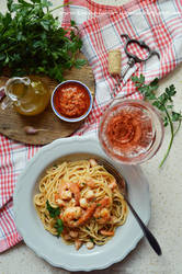 Prawns and pesto rosso pasta by SunnySpring