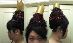 Red Queen wig and crown by TheSpazOutLoud