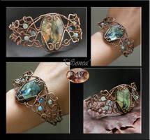 Sonea- wire wrapped bracelet by mea00