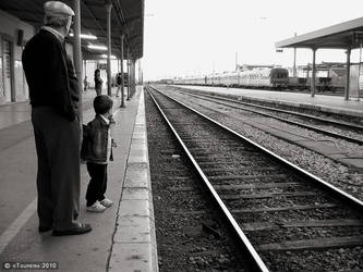 Waiting for the train by oToupeira