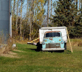 Unused truck sitting at a farm by lasair44