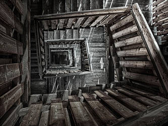 Up- or downsairs by Photoarus