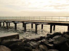 Grey Pier by nitemice