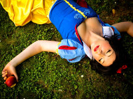 Snow White by flakes-sama
