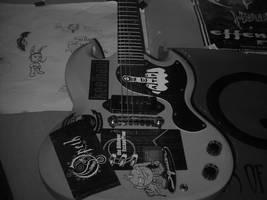 my first guitar... by calcross