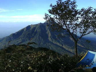 merapi mountain by Adjisketcherromance