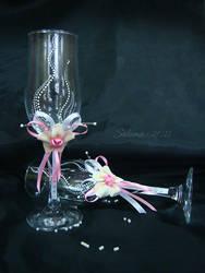 Pink glasses by SakumaSweet