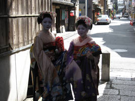 Geisha of Gion by phasai