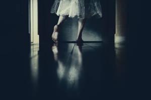 Le corridor by BeautifulDisasterIam