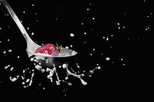 Strawberry milk Spash by GiannisParaschou
