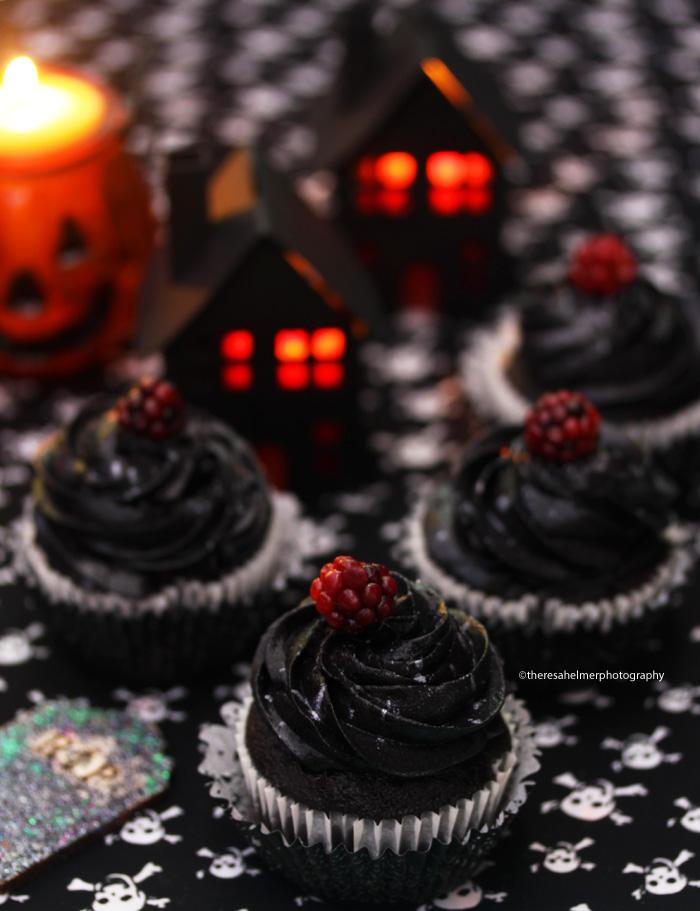 Blackberry Halloween  Cupcakes by theresahelmer