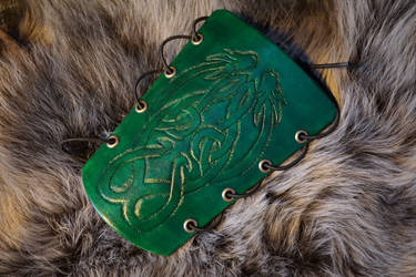 Green archery bracer with celtic dragons: Part1 by talkenia