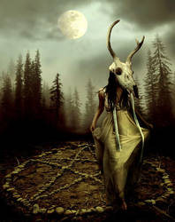 priestess of the moon by MercuriusSublimatus