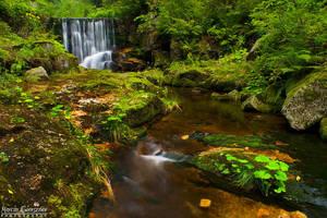 Waterfall... by yonashek