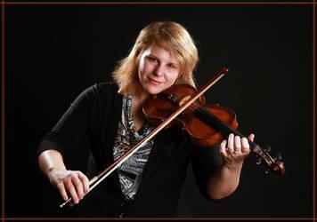 violin player by polarwoelfin1984