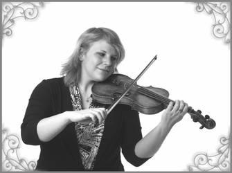 violin player II by polarwoelfin1984